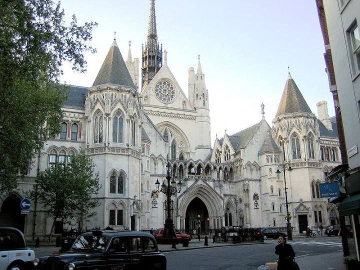 800px-Royal_courts_of_justice