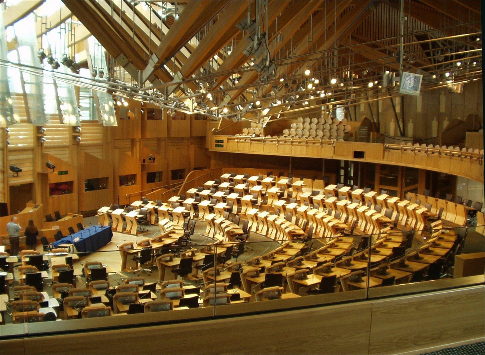 Debating_chamber,_Scottish_Parliament_(31-05-2006)